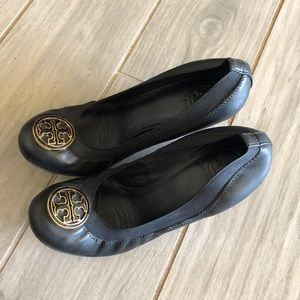 Tory Burch Logo Black Leather Wedge Shoes